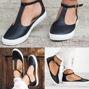 New! Black & White Low Top Leather Sneaker Sandals